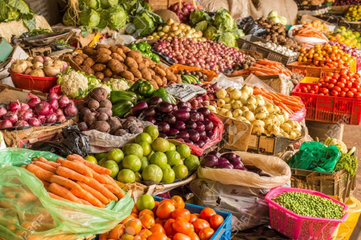 17314899-Colorful-fruits-and-vegetables-colorfully-arranged-at-a-local-fruit-and-vegetable-market-in-Nairobi-Stock-Photo.jpg